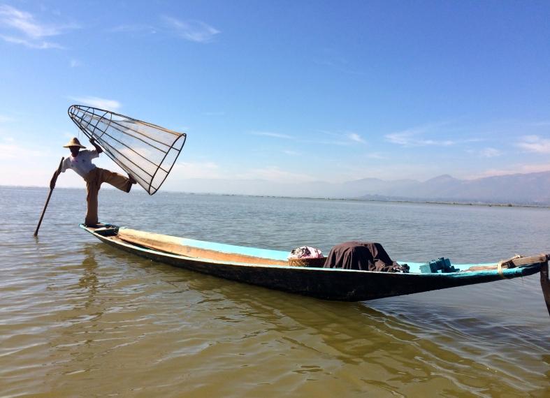 Tradiční styl rybaření na jedné noze