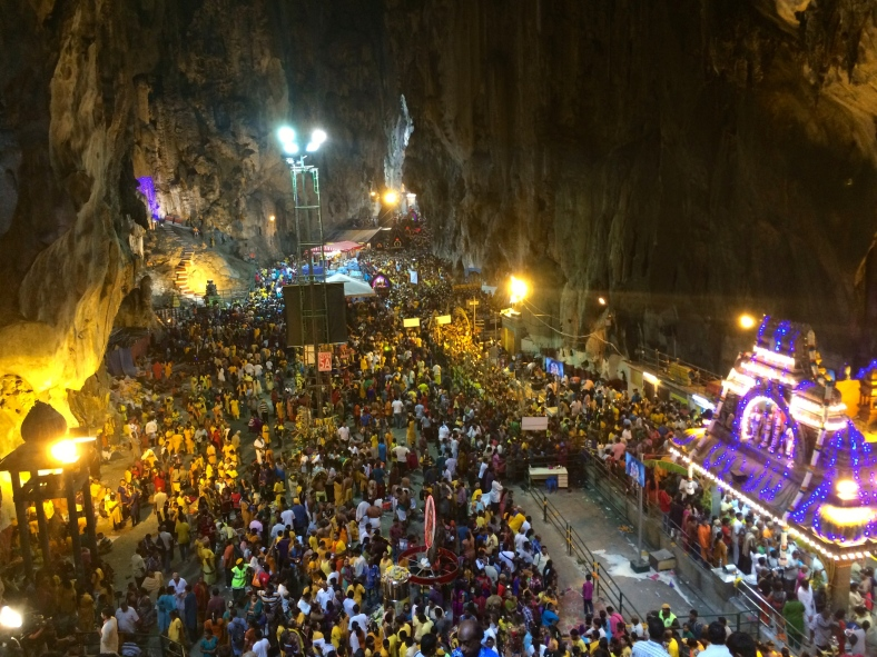 Uvnitř Batu Caves... trošku narváno :D