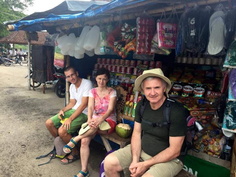 Čekání na loď zpříjemněné mladým kokosákem :)