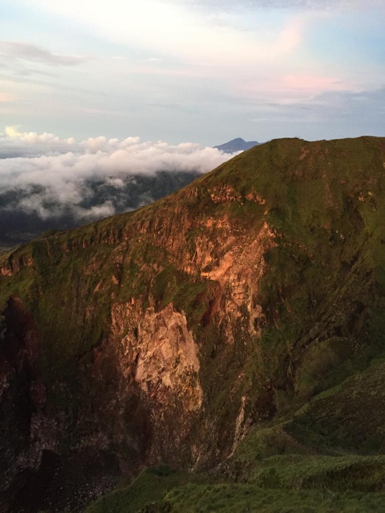 Toto je druhá špička kráteru Mt. Baturu...